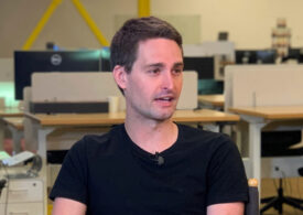 Snap beats expectations but stock falls on light Q1 forecast
