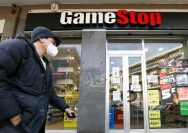 GameStop shares fall 20% on lack of transformation detail, possible share sale