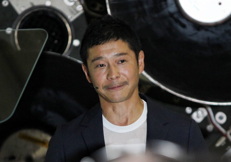 Japanese billionaire to fly eight members of the public on SpaceX moon flight