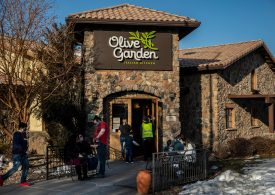 Olive Garden parent's earnings beat, forecasts stronger sales next quarter