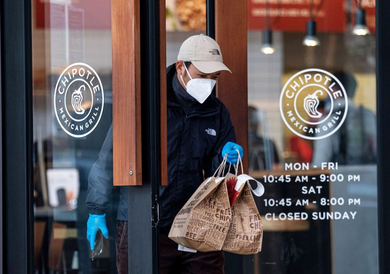 Chipotle earnings smash estimates as online sales overtake in-person orders