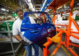 GM expects strong first half of year despite production interruptions due to chip shortage