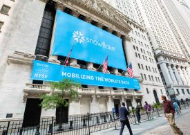 Snowflake reports widening losses but raises full-year guidance
