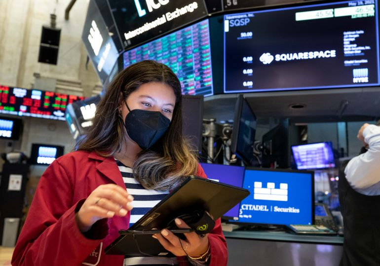 Stock futures are flat in overnight trading ahead of jobs data