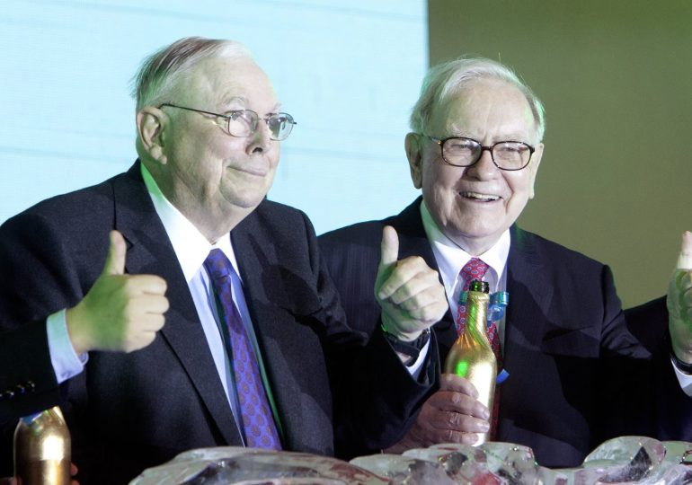 Charlie Munger says he's in love with Zoom, thinks the videoconferencing trend is here to stay