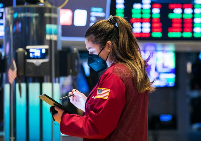 U.S futures start month slightly lower after major indexes saw gains in May