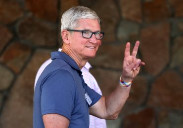 Apple demolishes earnings expectations, but stock falls after iPhone chip supply warning